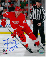 Justin Abdelkader Autographed 8x10 Photo #5 - Red Wings Action (Vertical) (Pre-Order)