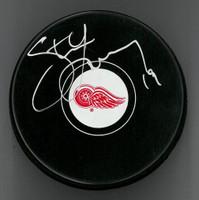 Steve Yzerman Autographed Detroit Red Wings Souvenir Puck (Pre-Order)