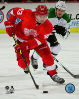 Darren Helm Autographed 8x10 Photo #1 - vs. Dallas (Pre-Order)