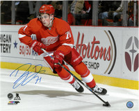 Larkin Autographed Detroit Red Wings 16x20 Photo #4 - Horizontal Home Action