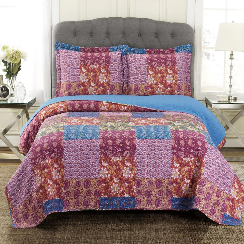 Kenzy Quilted Coverlet Retro Chic Style Image