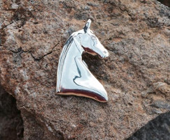 3 gaited sterling silver horse head pendent