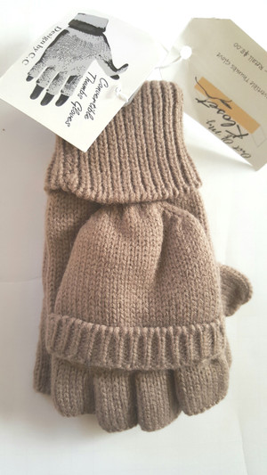 BUTTON ACCENT KNIT THUMBHOLE GLOVE TAUPE