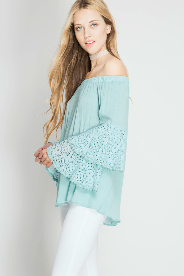 OFF THE SHOULDER BELL SLEEVE LACE TOP