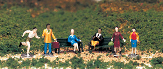 42339 HO Scale Bachmann Figures-People at Leisure