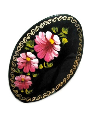 "Russian Oval Lacquer Broach ""Three Pink Flowers"""