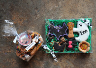 Howloween gift box includes 6 hand decorated treats. Bag of treats not included.