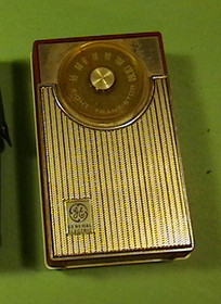 Vintage Transistor Radio General Electric Battery operated works