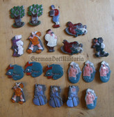 om223 - WHW Winterhilfswerk large lot of figures badges
