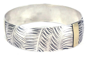 Bangle bracelet of sterling silver and 18kt gold with palm leave designs.