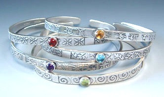 MESSAGE BRACELET WITH LEAF AND SPIRALS