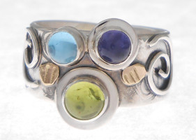 THREE STONE RING, PERIDOT