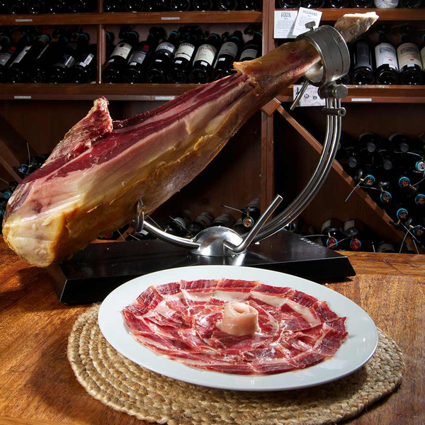 Come on experts five bullfighters guess the french one for Tabla para jamon serrano