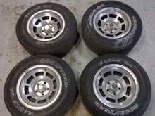 1973-1982; C3; Wheels and Tires; Polished; Black Center P225/70R15