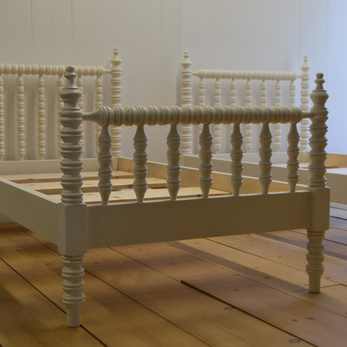 winona spindle bed french white - Spindle Bed