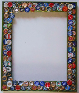 PICTURE FRAME trimmed with beer bottle caps