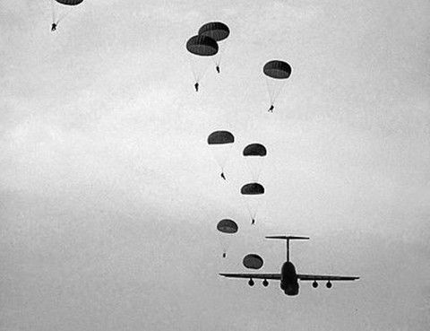 Used for decades by the paratroopers, paracord has been the link between soldiers and their parachutes.