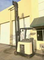 2005 RC3020-30 Crown Electric Forklift Stand-up Rider Dockstoker 36Volts 3000 lbs