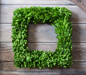 "BOXWOOD COUNTRY MANOR WREATH - SQUARE - 16"" - (THICK)"