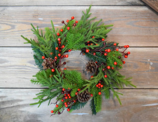 "PRINCESS PINE & BERRY 10"" CANDLERING"