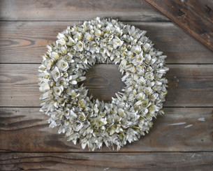 WOOD FLOWER ROUND WREATH - WHITE - 16.5""