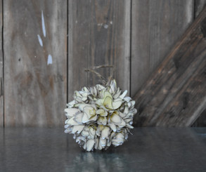 WOOD FLOWER BALL WHITE 4.75""