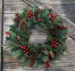 TRADITIONAL PINE & BERRY WREATH - 24""