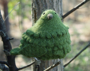WOOLY BIRD SITTING - GREEN