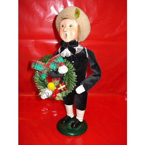 Byers Choice - Boy with Wreath