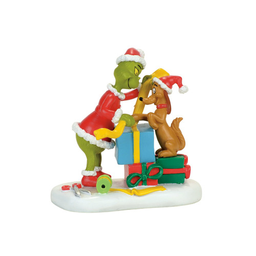 *New 2017* Department 56- Grinch Village Accessory-Max Lends a Helping Paw