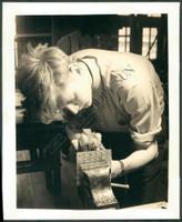 http://images.mmgarchives.com/BS/A-187-BS/AF-4874-BS/BDB-688-BS_F.JPG