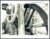 http://images.mmgarchives.com/MC/A-004-MC/AB-9420-MC/AAU-266-MC_F.JPG