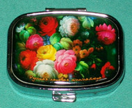 GORGEOUS RUSSIAN COLORFUL FLORAL BOUQUET ON RUSSIAN PILL BOX #1303