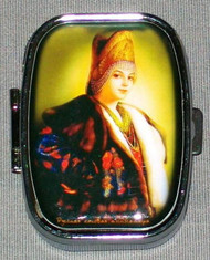 GLOWING YOUNG MAIDEN ON HANDCRAFTED RUSSIAN PILL BOX #1320