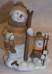 "SNOW PEOPLE ADULT & CHILD GETTING READY TO SKI MEASURES: 3 1/4"" X 4"" X 4 1/2"" RESIN"