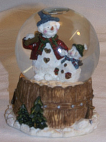 "SMALL SNOW GLOBE SNOWPERSON & CHILD  MEASURES 3"" X 2 7/8"" X 3 5/8"""