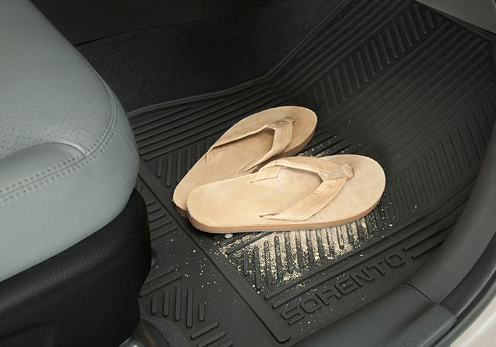 Kia Sorento Rubber Floor Mats (K124)