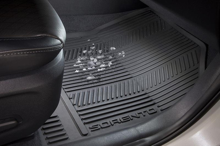 Kia Sorento Rubber Floor Mats (K150)
