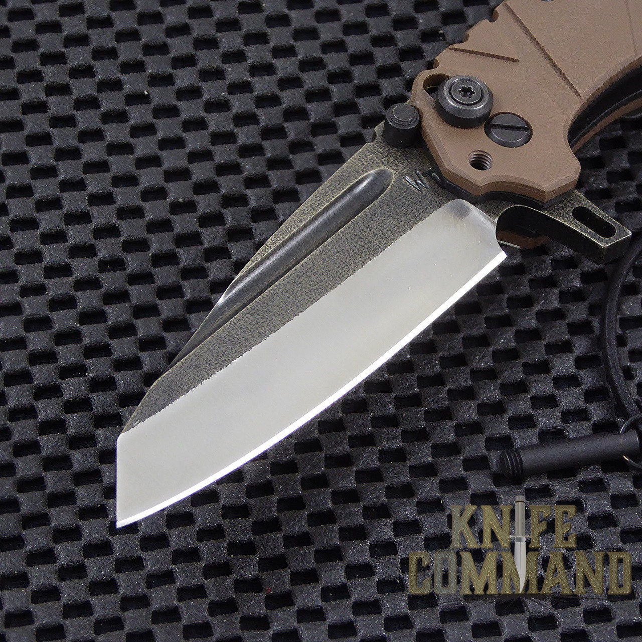 Wander Tactical Custom Sköll Wolf Extreme Duty Folding Knife.    Two-Tone D2 blade with lock pin.