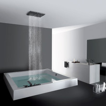 Grande Step Quadra Semi Inset Bath