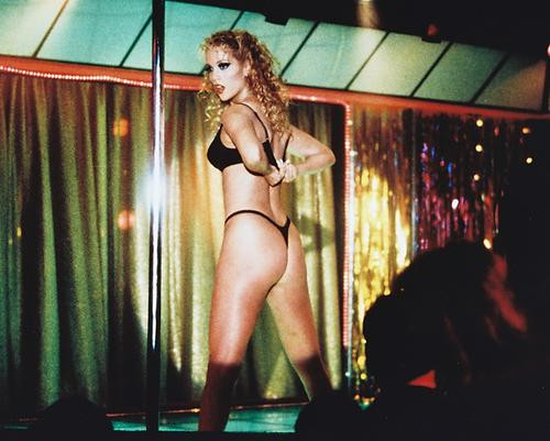 This is an image of 216813 Elizabeth Berkley Photograph & Poster