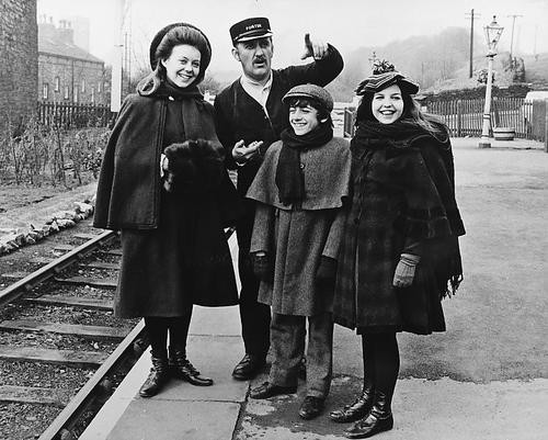 This is an image of 179200 The Railway Children Photograph & Poster