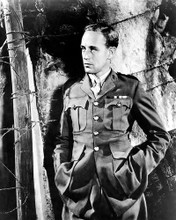 This is an image of Photograph & Poster of Leslie Howard 195405