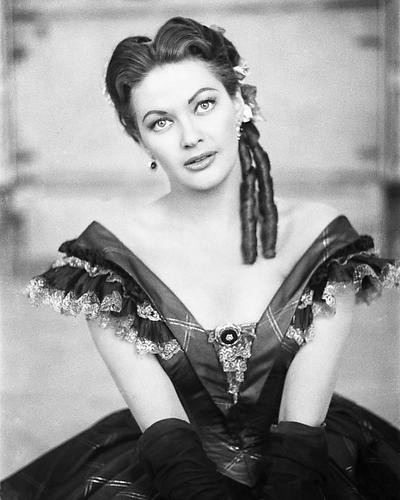This is an image of Photograph & Poster of Yvonne De Carlo 195496