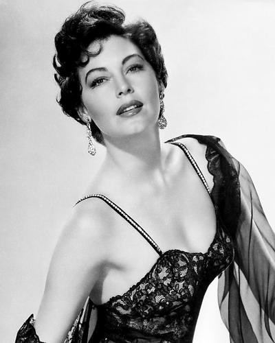 This is an image of Photograph & Poster of Ava Gardner 195739