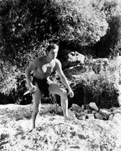 This is an image of Photograph & Poster of Johnny Weissmuller 199332