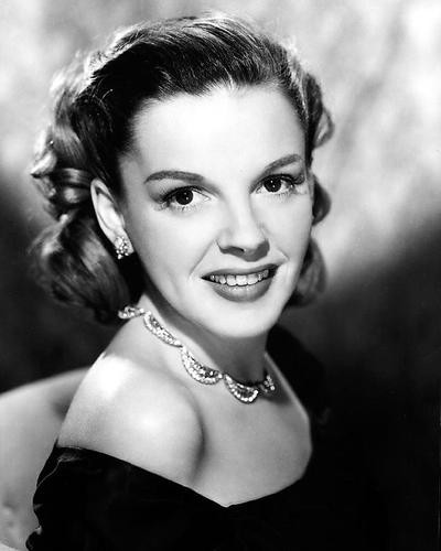 This is an image of Photograph & Poster of Judy Garland 199635