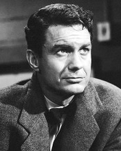 This is an image of Photograph & Poster of Cliff Robertson 199479