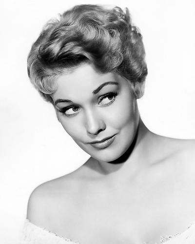 This is an image of Photograph & Poster of Kim Novak 199575