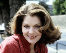 This is an image of Photograph & Poster of Lois Chiles 292080